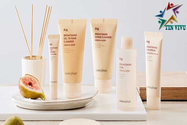 Innisfree-Fig-Brighten-Scrub-Cleanser