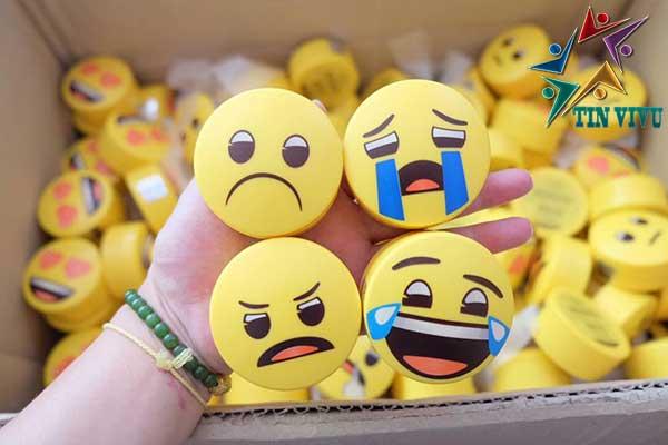 Phan-Phu-Innisfree-No-Sebum-Powder-Emoji-Limited-Edition